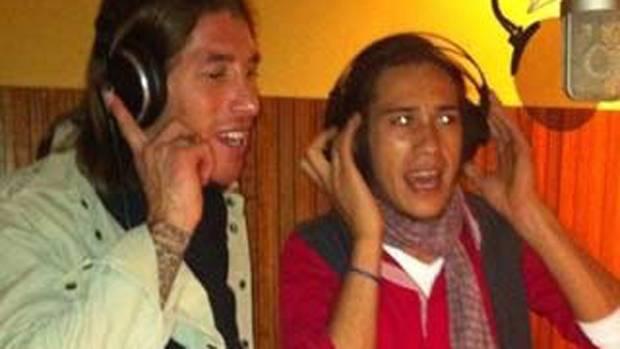Canción de Sergio Ramos con Canelita. A quien le voy a contar mis penas. Soñare 2012 4